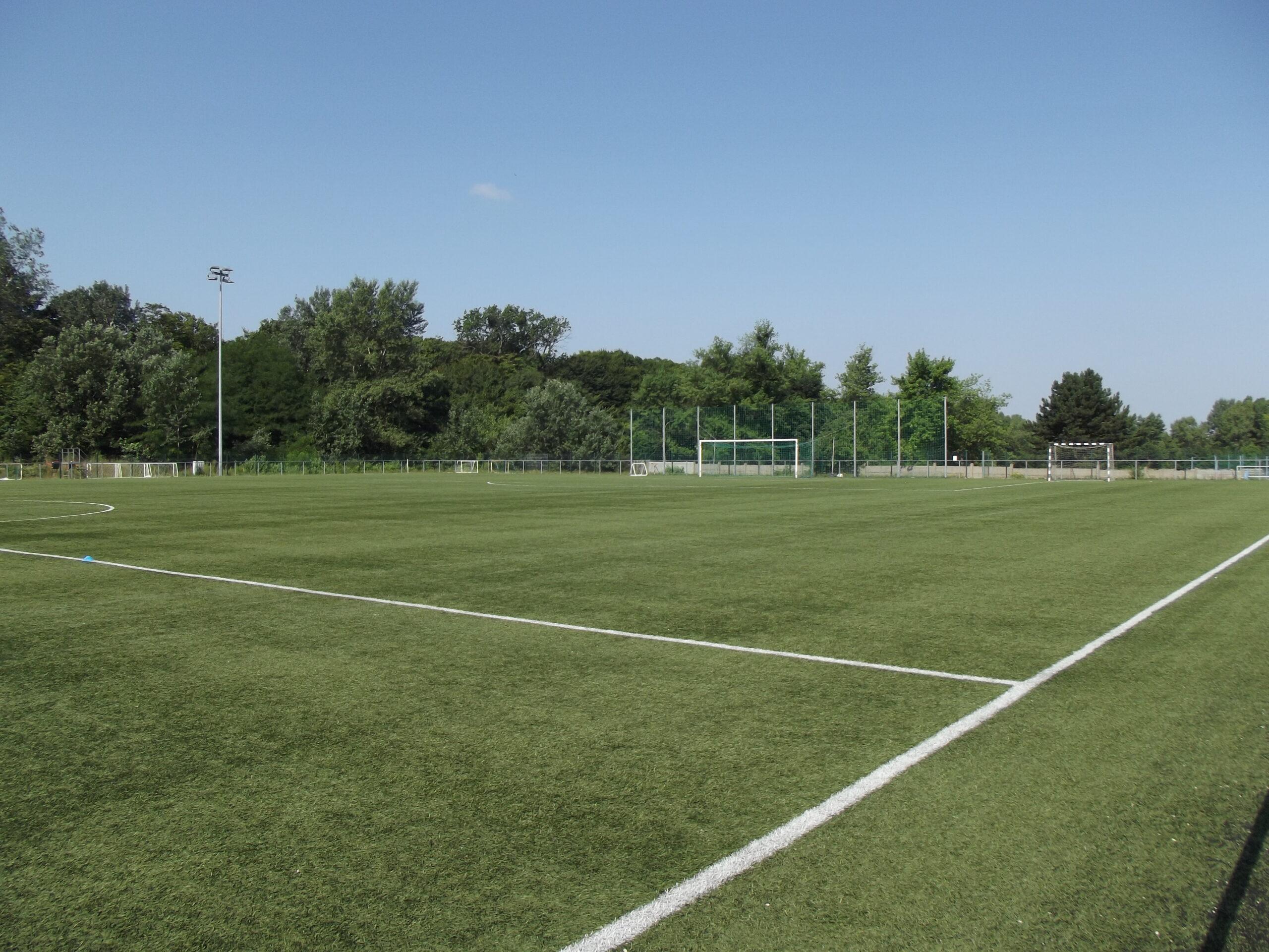 Műfüves labdarúgó pálya (2 pálya)